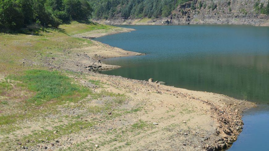 Le barrage du Dorlay a perdu  un peu plus de 2 mètres de niveau