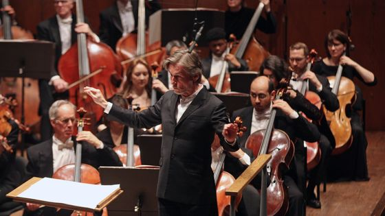 Esa-Pekka Salonen dirigeant l'Orchestre philharmonique de New York le 4 avril 2018