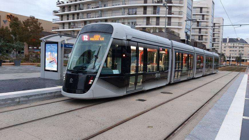 Avec la nouvelle ligne T2, le tram arrive maintenant aux Rives de l'Orne à Caen