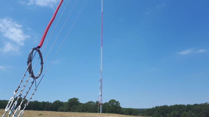 Un mât de mesure des vents vient d'être installé sur la commune de Montcel.
