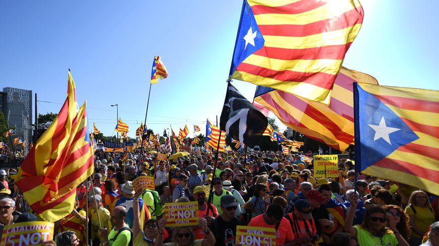 Des centaines de drapeaux catalans dans les rues de Strasbourg ce mardi