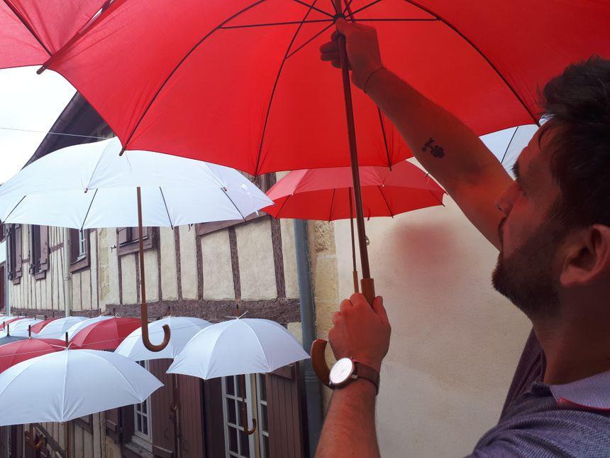 Mathieu a eu l'idée des parapluies en visitant Lisbonne, où il a vu une installation du même type.