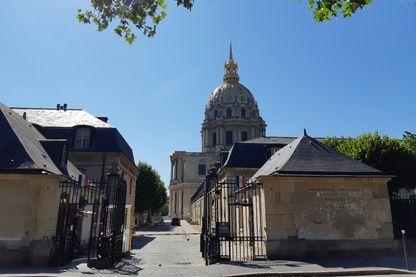 Vue extérieure de l'Institut national des Invalides à Paris