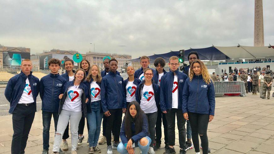 17 jeunes du service civique répètent le défilé du 14 Juillet tous les matins place de la Concorde depuis plusieurs jours