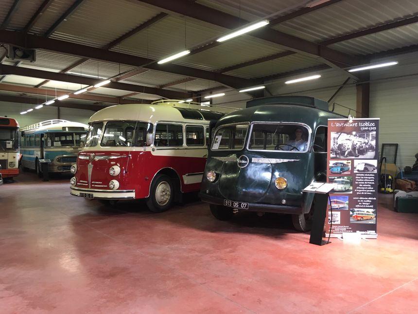 Les vieux cars sont restaurés et entretenus par les membres de l'association la Vanaude.