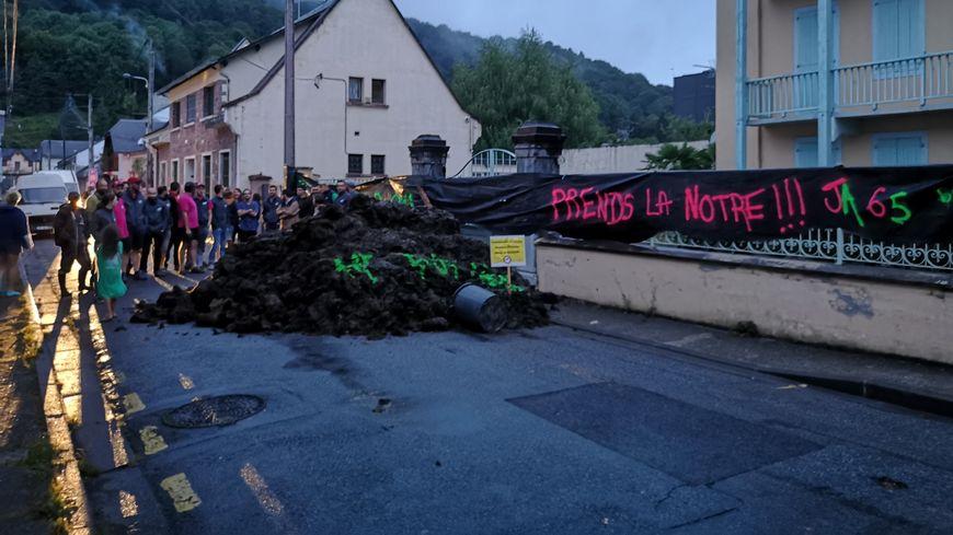 Quatre tracteurs, trois bennes de fumiers et une quarantaine de personnes ont participé.