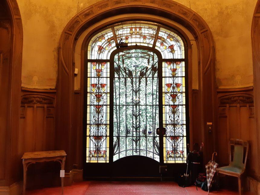 La porte de l'entrée principale a séduit des visiteurs