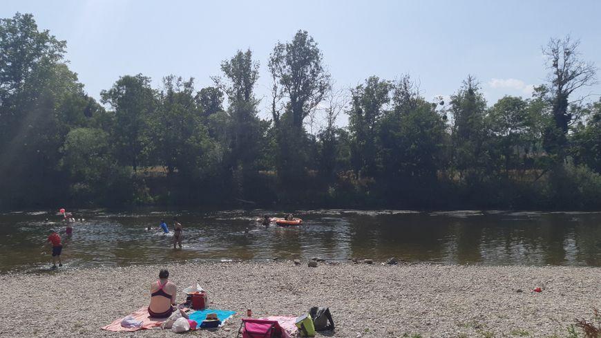 Malgré l'interdiction, les baigneurs sont toujours présents à Flavigny-sur-Moselle