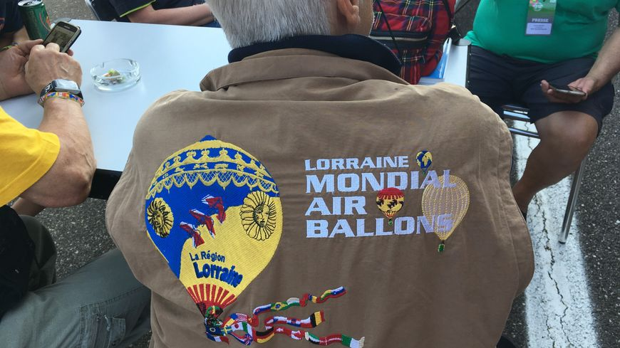 La pilote italienne Maria Luisa arbore sa veste de pilote du Mondial Air Ballons 2009.