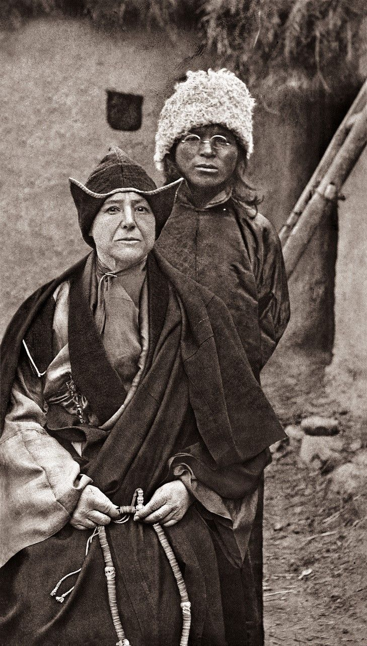 Alexandra David-Neel avec son fils adoptif