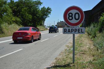 Panneau à 80 km/h sur une route de la Drôme, juillet 2018.
