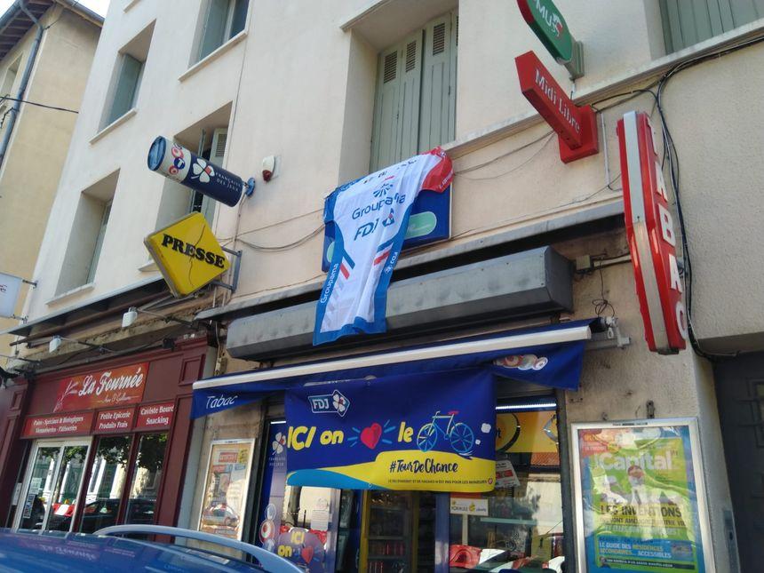 Un maillot XXL pour le Tour de France rue Vincent Faita