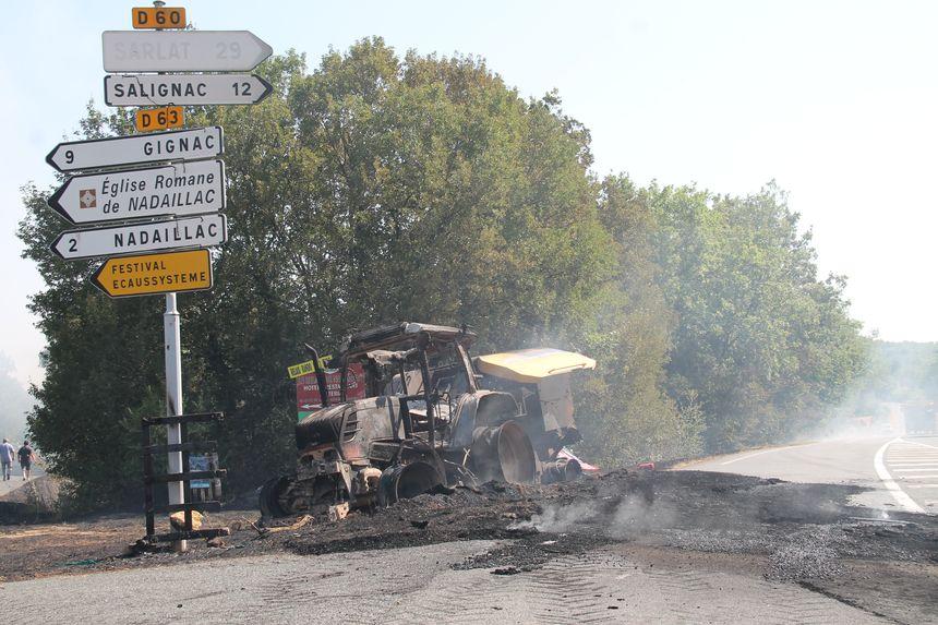Le tracteur d'où est parti le feu à Nadaillac