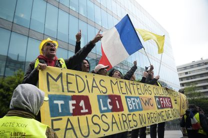 Des gilets jaunes manifestaient contre les médias le 27 avril 2019 à Paris