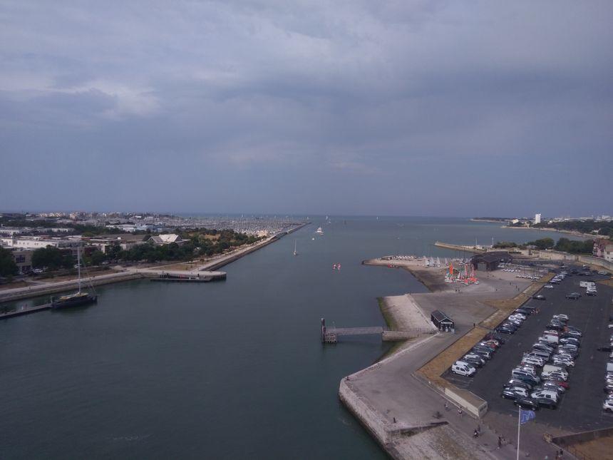 Depuis le haut de la tour, la vue sur l'océan est magnifique.