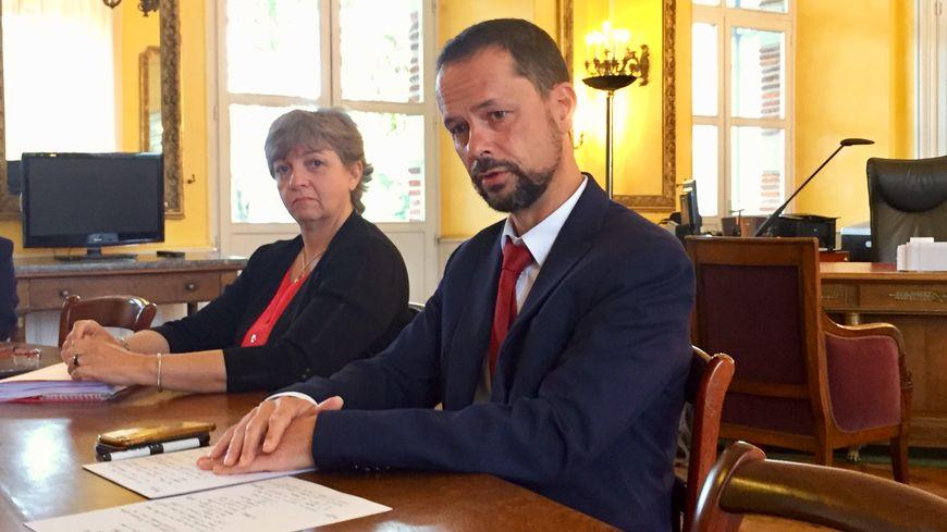 Le préfet des Hautes-Pyrénées, Brice Blondel, avec la directrice départementale de la cohésion sociale et de la protection des populations, Catherine Famose.