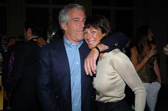 Jeffrey Epstein et Ghislaine Maxwell en 2005
