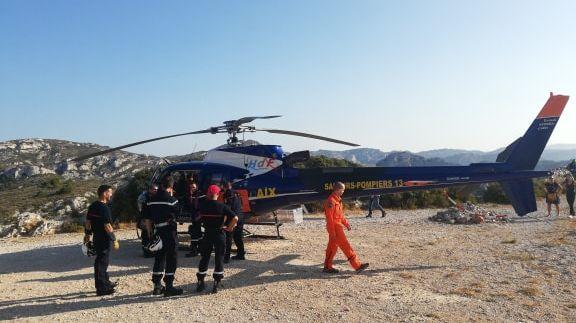 L'hélicoptère bombardier d'eau utilisé par les sapeurs-pompiers pendant l'exercice s'appelle le Morane.