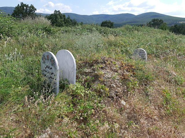 Dans le cimetière du petit village musulman de Sidiro en Grèce sont enterrés les dépouilles des migrants dont on a pu au moins déterminer qu'ils étaient musulmans. Plus d'une quarantaine sont enterrés ici anonymement.