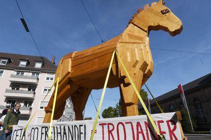 Manifestation à Karlsruhe en Allemagne contre le CETA, l'Accord de libre échange entre le Canada et l'UE.