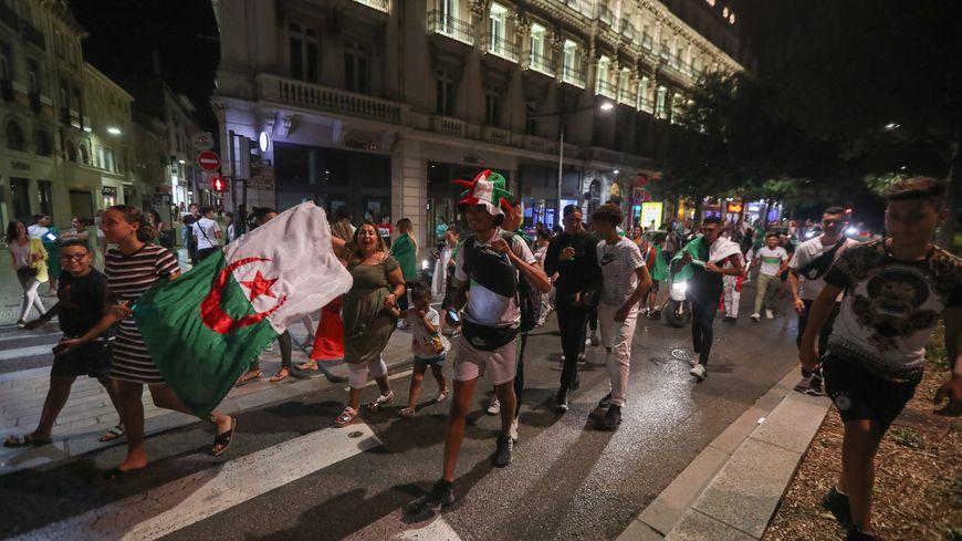 La fête dans les rues du centre ville de Valence