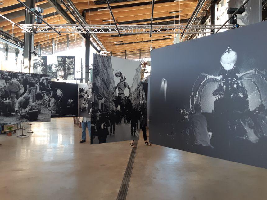 Depuis le 19 juillet, une grande expo-photos des 20 ans de la Compagnie, avec des photos de Nantes, Liverpool, le Japon, la Belgique, et Toulouse bien sûr.
