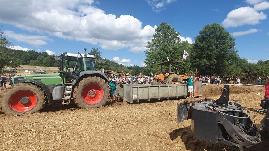 Pendant plusieurs heures les agriculteurs ont fait le show avec des tracteurs