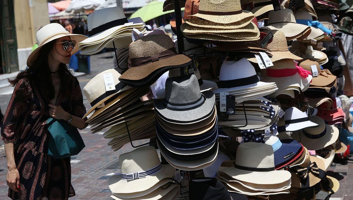 Chapeau, bob, casquette : pendant les vacances d'été, comment protéger sa tête de l'insolation ?