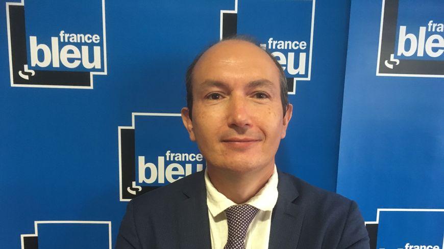 Le recteur de l'académie de Clermont Karim Benmiloud dans les locaux de France Bleu Pays d'Auvergne