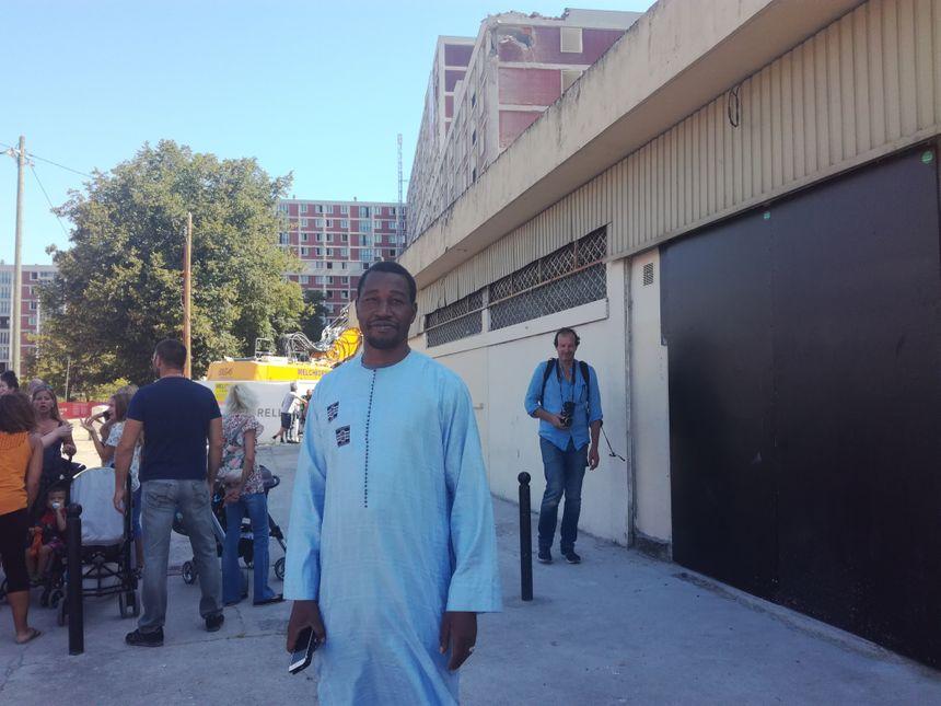 En trois ans de gardiennage, Caramoco Coulibaly, 47 ans, a eu le temps de connaître les locataires et de s'attacher à la cité.