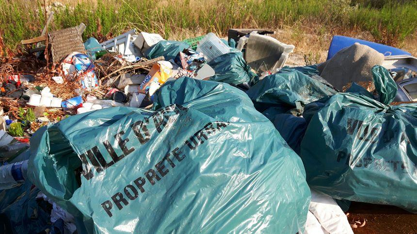 Même des sacs poubelles destinés à la propreté de la ville : un comble !