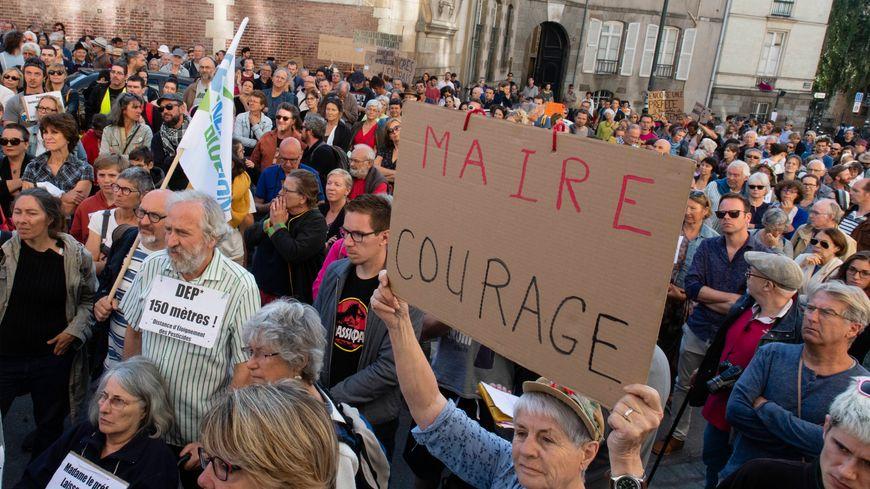RENNES - Manifestation de soutien au maire de Langouët, Daniel Cueff
