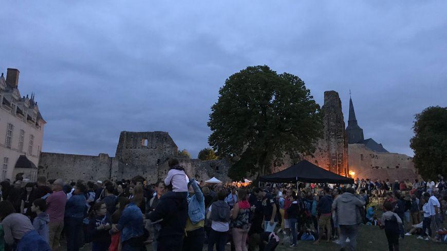 1 200 personnes ont pu profiter de ce concert dans la cour du château de Sainte-Suzanne, ce samedi soir.