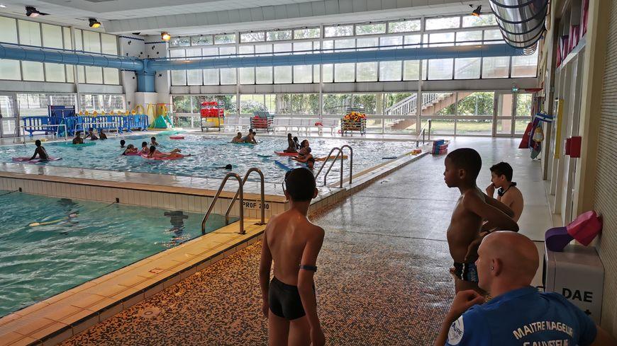 Plus de monde, ça veut aussi dire plus de travail et de vigilance pour les maîtres-nageurs !