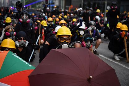 Hong Kong Pékin, une partie de qui perd gagne.