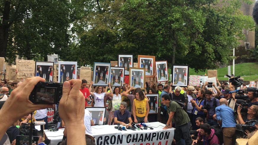 La marche des portraits dimanche matin dans les rues du petit Bayonne