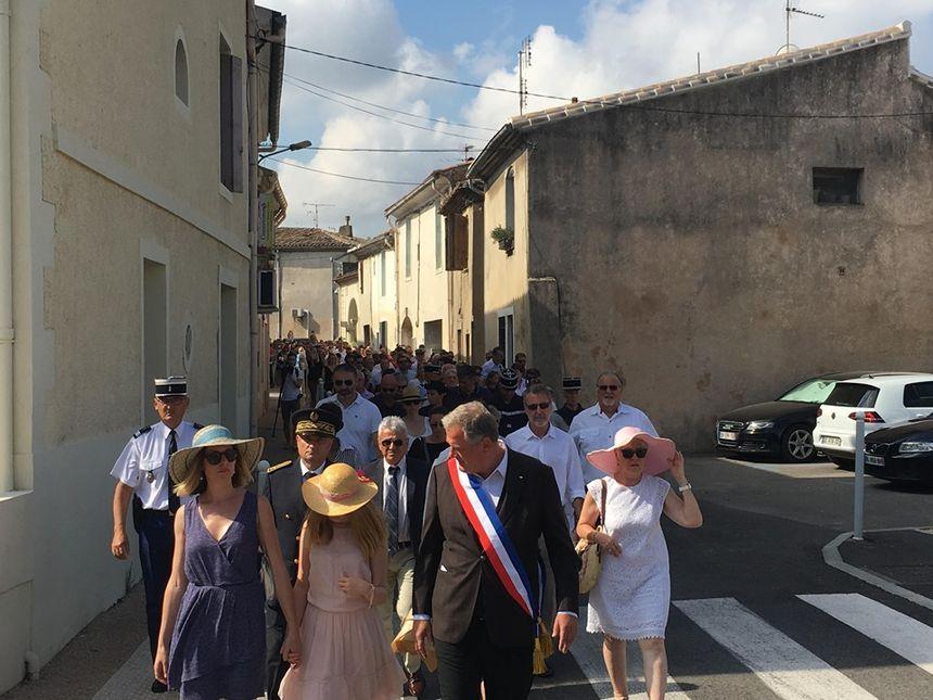 L'épouse et la fille de Franck Chesneau ouvrent la marche, avec le maire de Générac