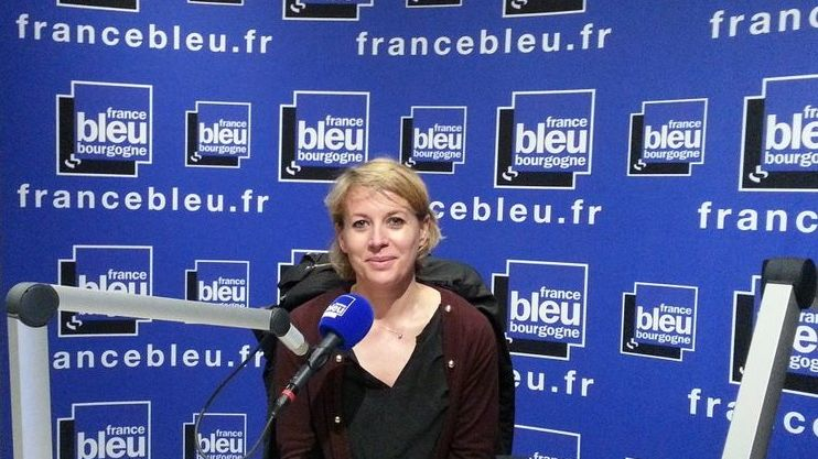 Nathalie Koenders, première adjointe à la ville de Dijon dans les studios de France Bleu Bourgogne
