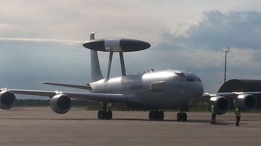 La France compte quatre avions radars Awacs, tous basés à Avord (Cher)