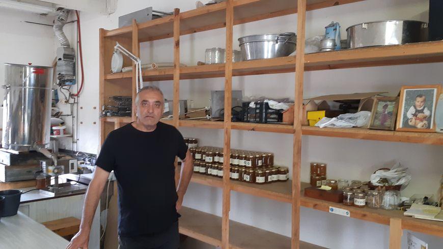 À Ribennes près de Mende Philippe Jaffuel apiculteur a vu sa production baissée de moitié cette année.