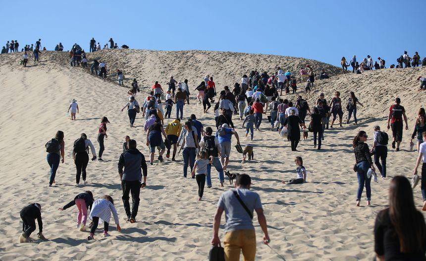 Chaque année plus de deux millions de personnes visitent la dune du Pilat