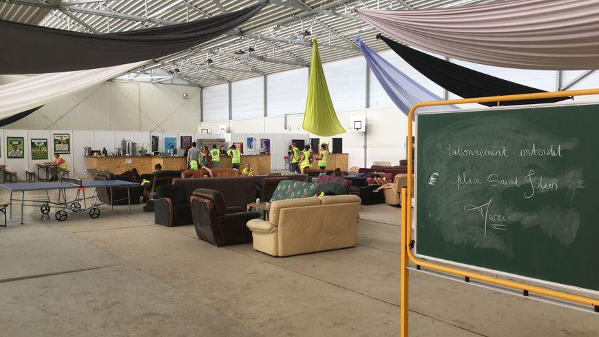 Le gymnase Bayard, aménagé en espace bénévoles du Cabaret Vert