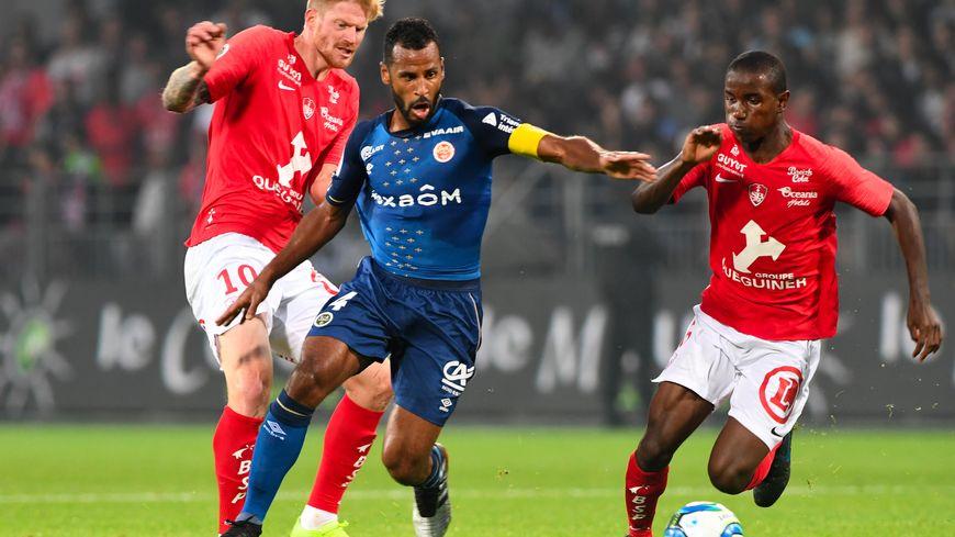 Le capitaine du Stade de Reims Alixys Romao ici face à Brest.