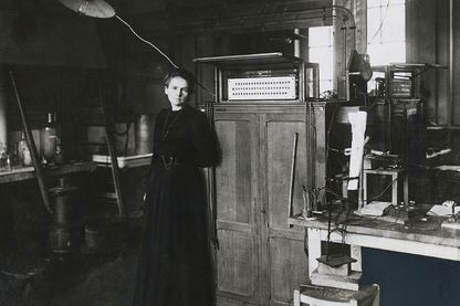 Marie Curie, 1900