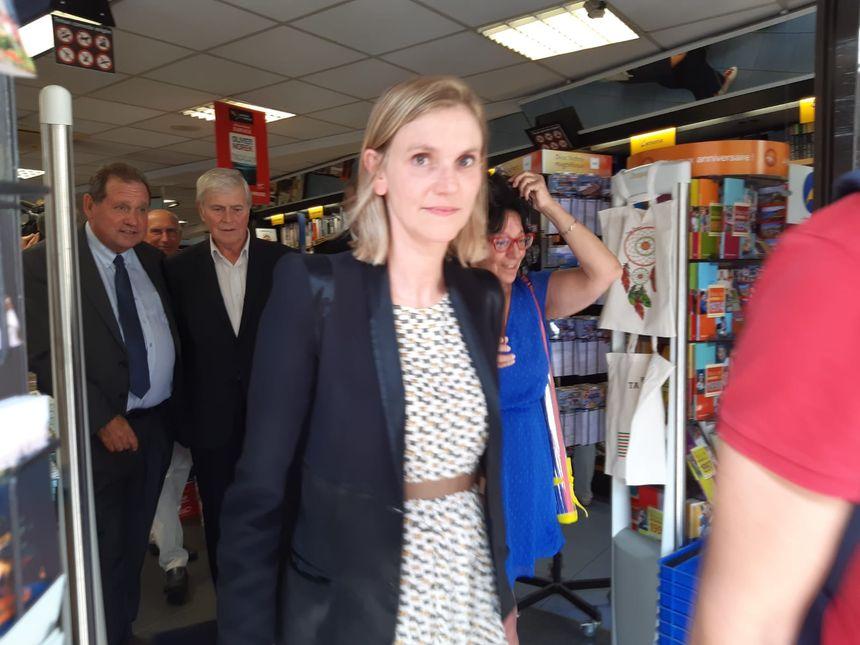 Agnès Pannier-Runacher a commencé sa visite par un échange avec les commerçants