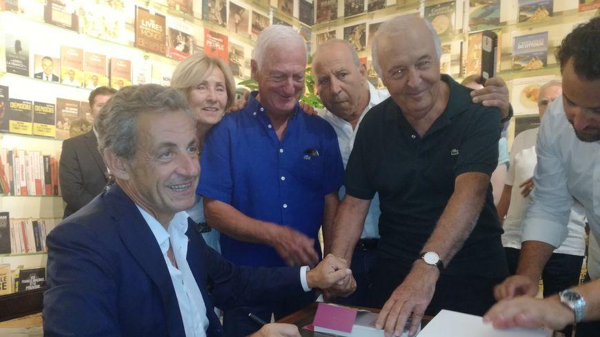 En Terrain Conquis En Corse Nicolas Sarkozy Dedicace Son Dernier Livre