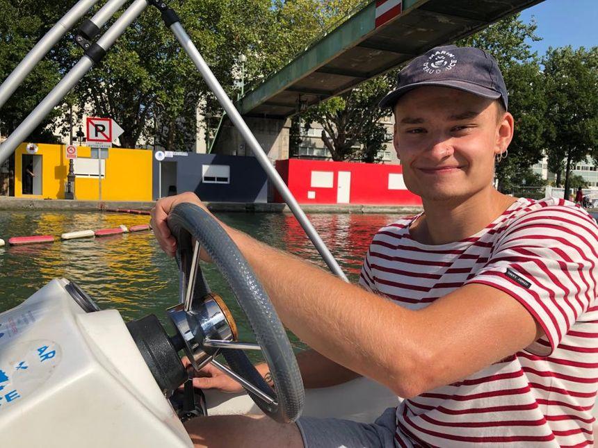 Tom de «Marin d'eau douce» sur la Bassin de La Villette