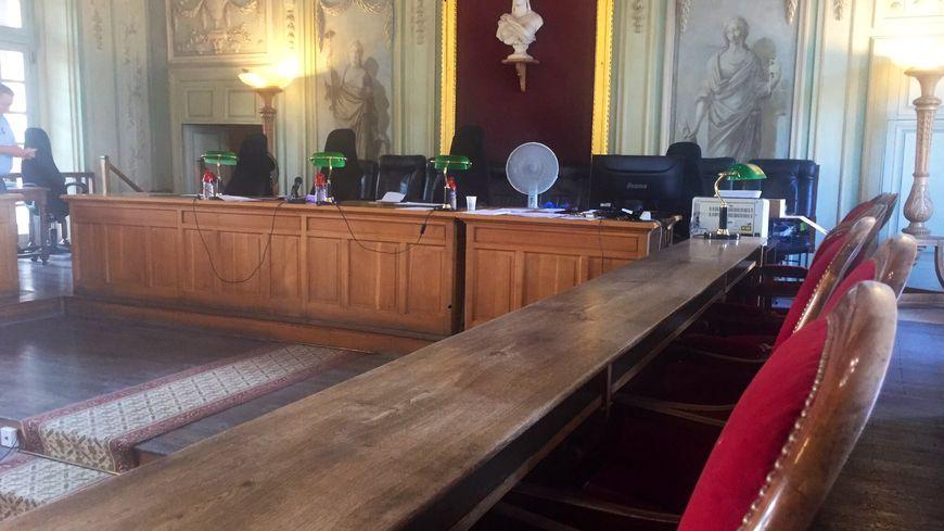 La salle d'audience du tribunal de Carpentras.