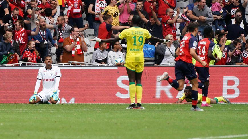 Le gardien du FC Nantes, Alban Lafont, a encaissé 3 buts depuis le début de la saison, dont 2 contre Lille lors de la première journée.