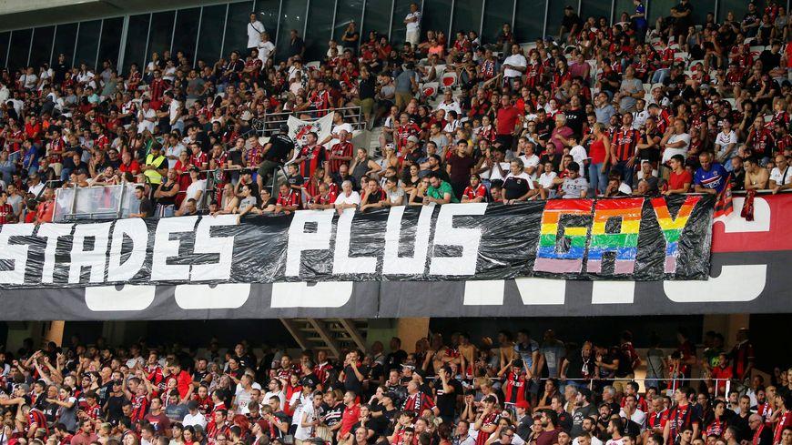 """Plusieurs banderoles qualifiées """"d'injures à caractère sexuel"""" par le parquet de Nice ont été déployées mercredi soir à l'Allianz Riviera."""